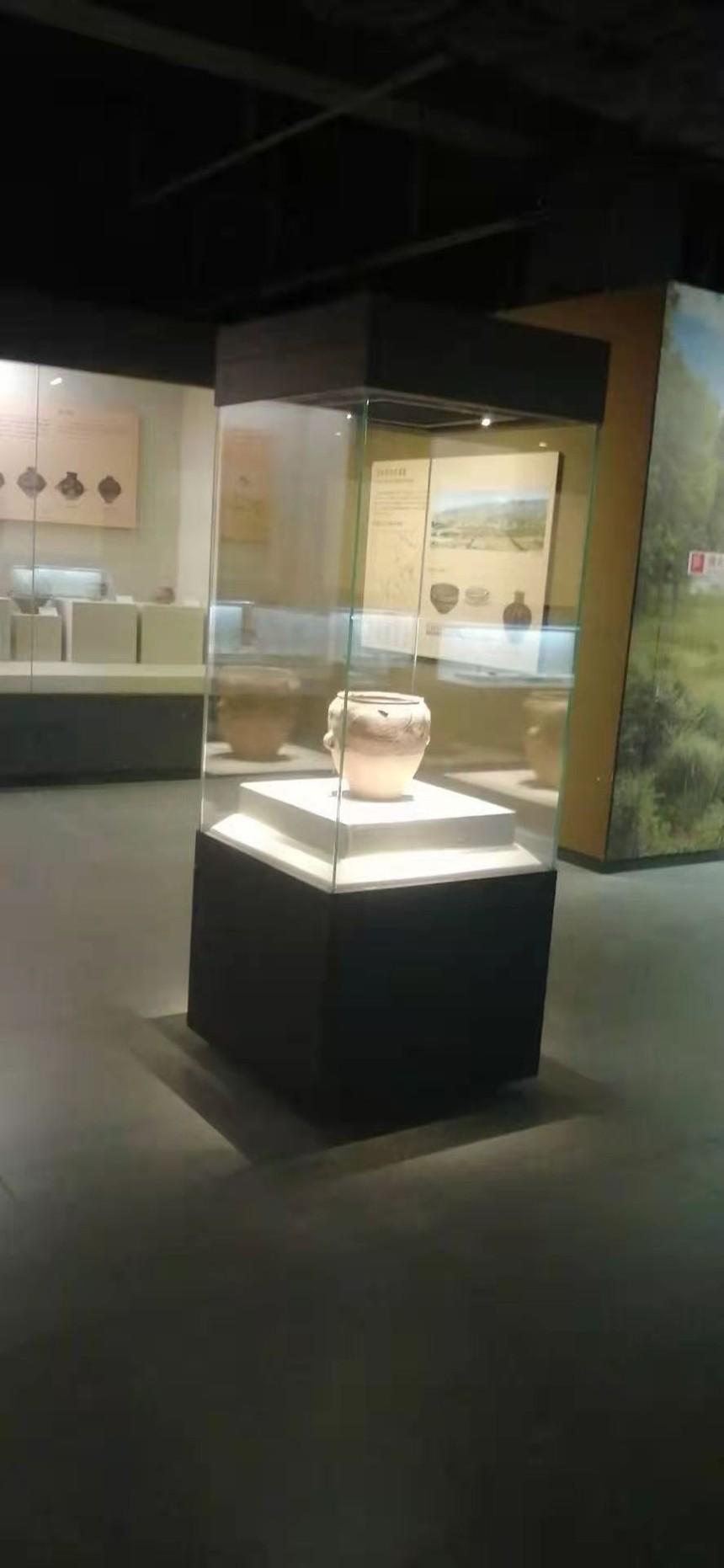 博物館展柜玻璃展示柜.jpg