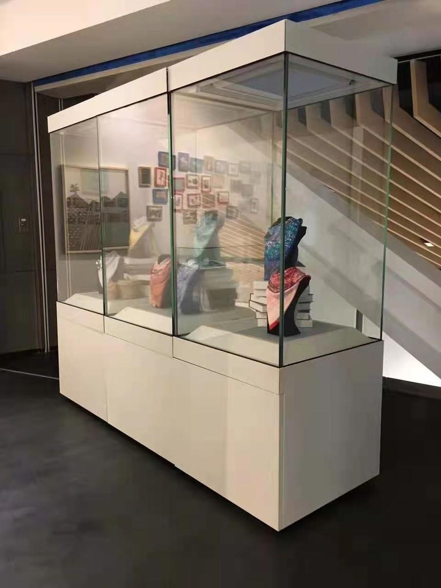 博物館展柜獨立高柜.jpg