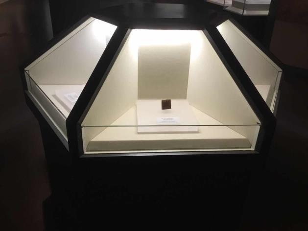 博物館展柜異形柜.png