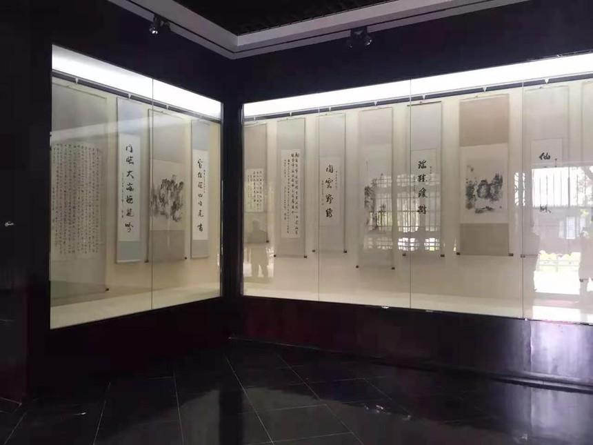 博物館展柜沿墻展示柜.jpg