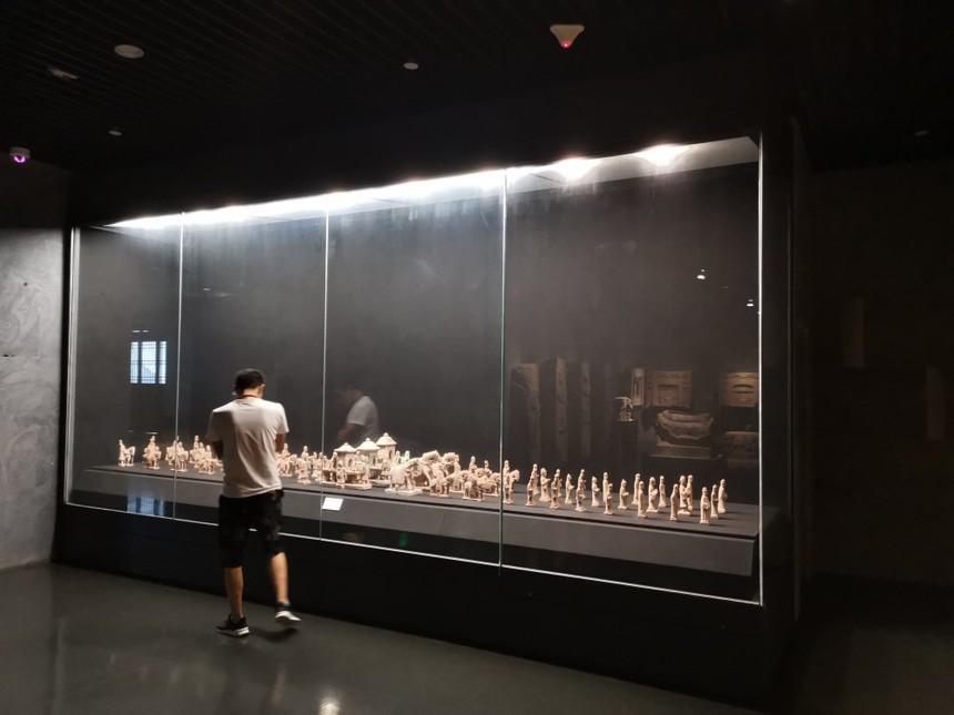 博物館展柜文物展柜.jpg