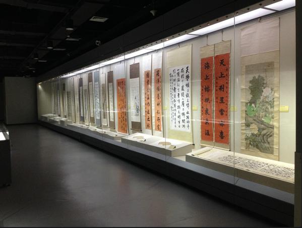 博物館展示柜.png