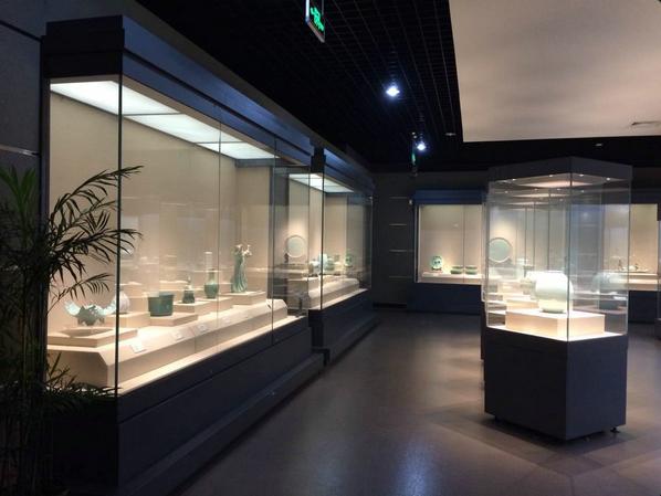 博物館展柜.png