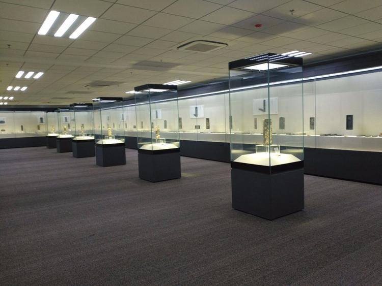 博物館展示柜.jpg