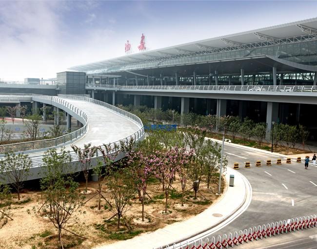 西安咸阳国际机场T3A航站楼高架桥.jpg