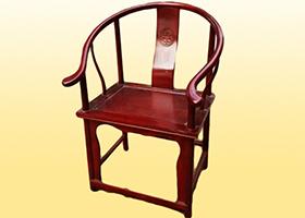 棕色榆木扶手椅