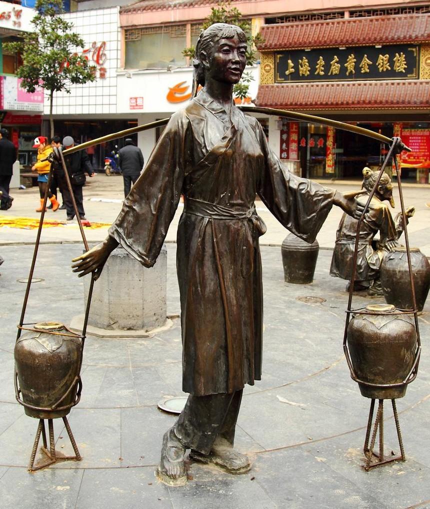 铜雕塑1.jpg