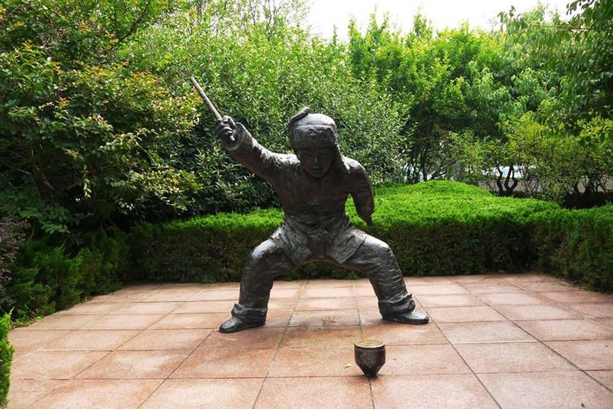 铜雕塑5.jpg