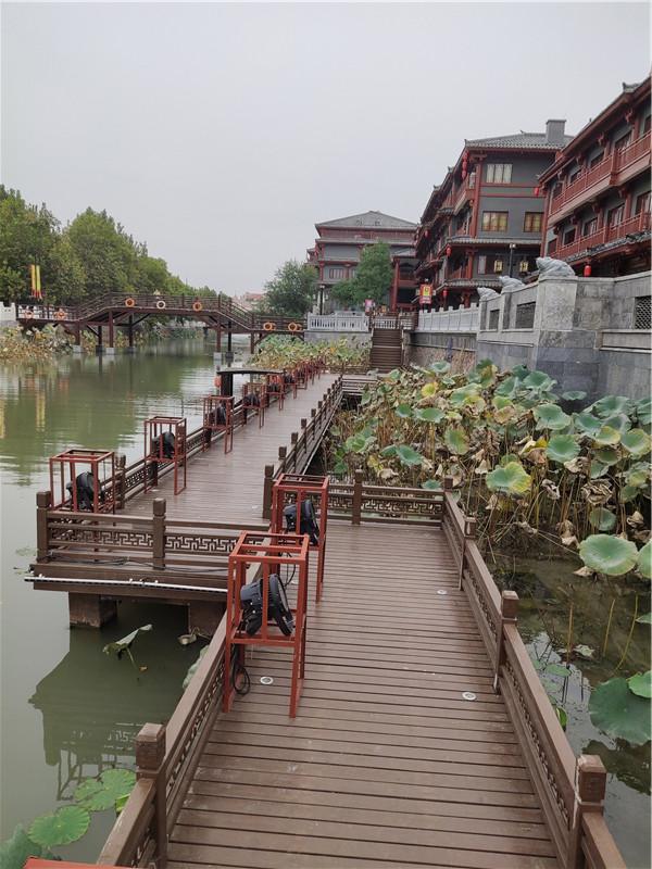 防腐木桥.jpg