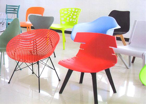 设计伊姆斯椅子用的是什么材料?