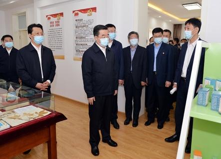 张庆伟到省中医药科学院调研