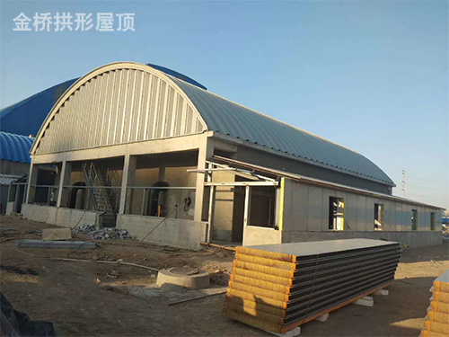 金属波纹拱形钢屋盖安装.jpg