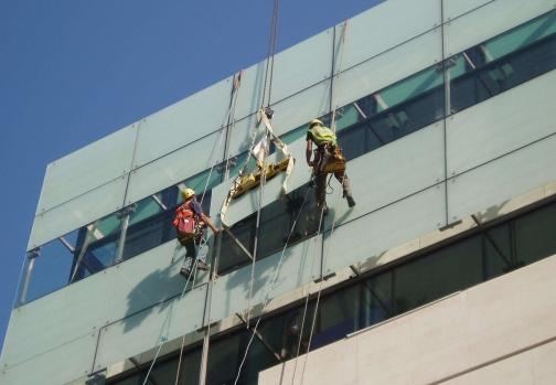 外墙玻璃更换安装