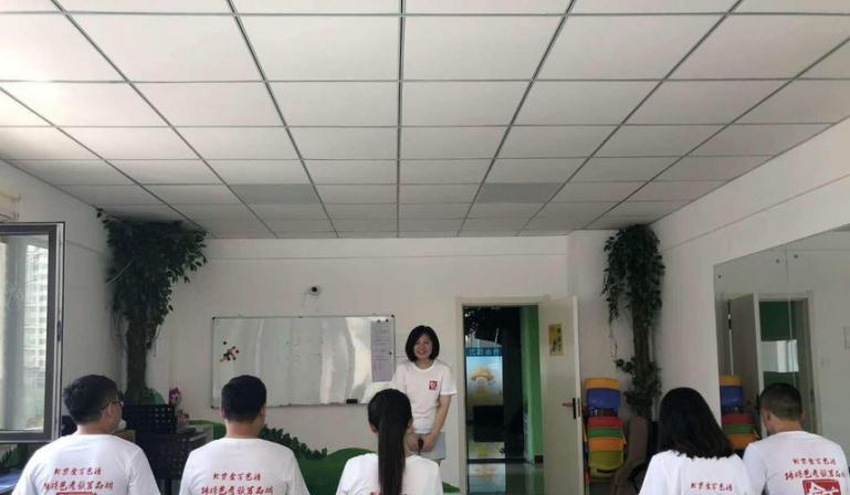 【金言艺语口才艺术教育】青少年口才主持培训加盟