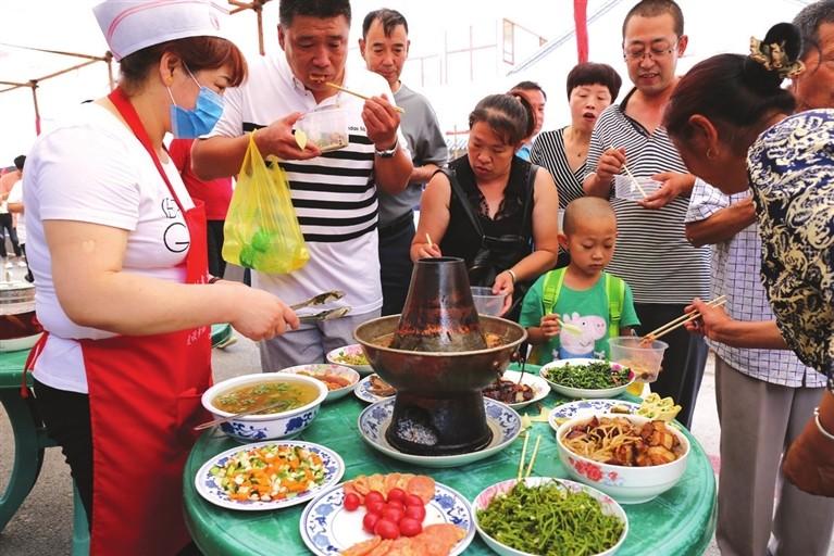 """喇叭沟门农家院""""满族文化旅游节""""在白桦林开幕"""