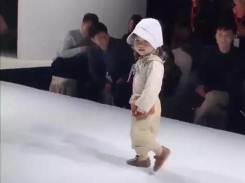 儿童表演的走秀现场
