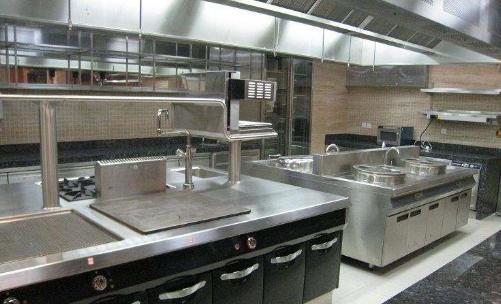 厨房设备使用不锈钢材质有什么好处?不锈钢厨房设备