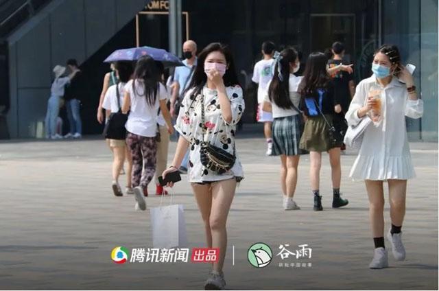 2020年5月,北京三里屯的年轻人.jpg