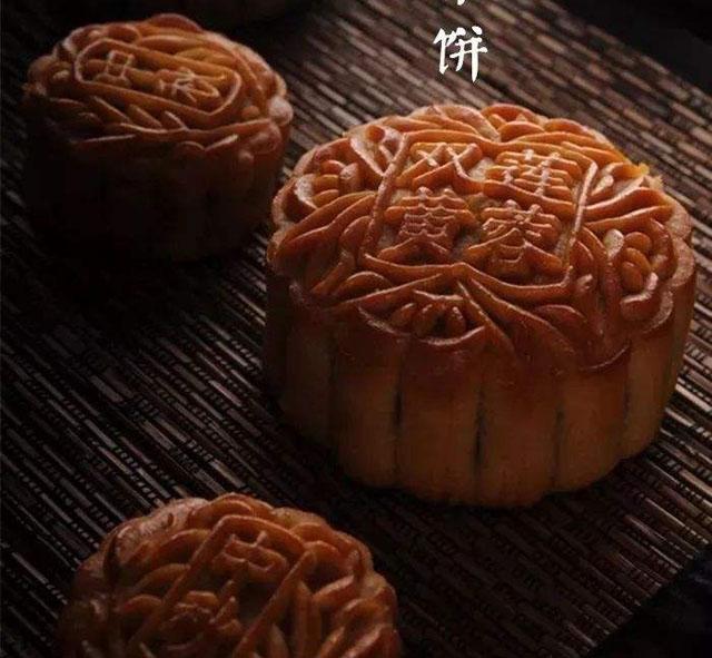 中秋吃月饼4.jpg