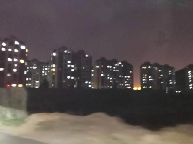 山�|��南3500平方泳池新店�A售