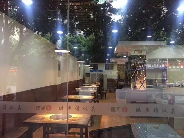江津小西门餐饮门面转让、170平米、烟道上顶、证件齐全、中等装修