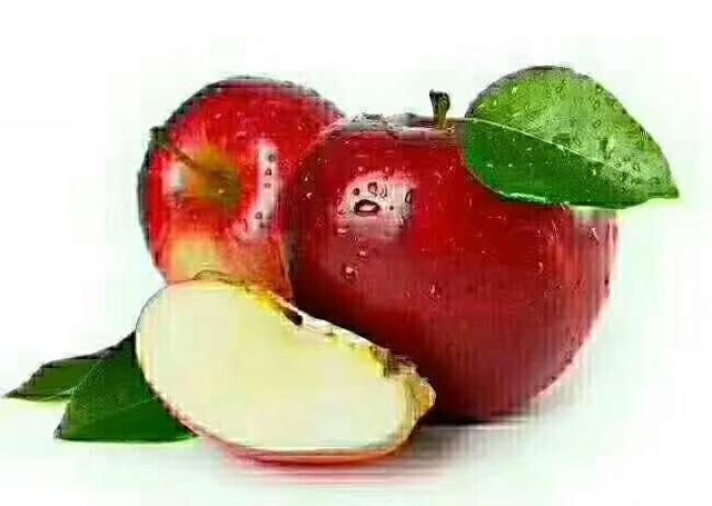 [拥抱][拥抱] 每天吃一个苹果 1、吃苹果能减肥:不含脂肪也不含