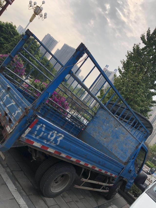 朋友精品货车要卖 货箱3.4长1.85宽 带黄色通行证 私户 13年上的牌
