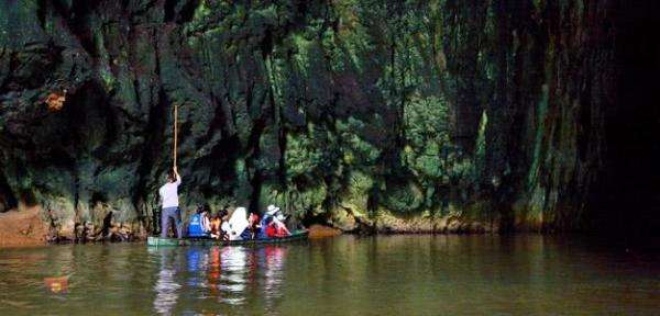 云南一个普通山洞后,藏着一个世外桃源,全村悄悄在此住了百余年