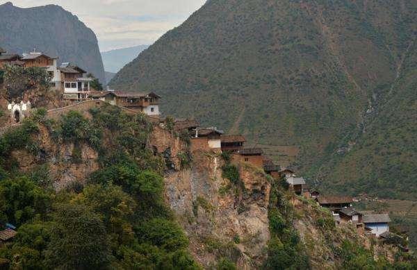 云南悬崖上的村庄就108户人家,东临奔腾金沙江,南扼陡绝岩可渡