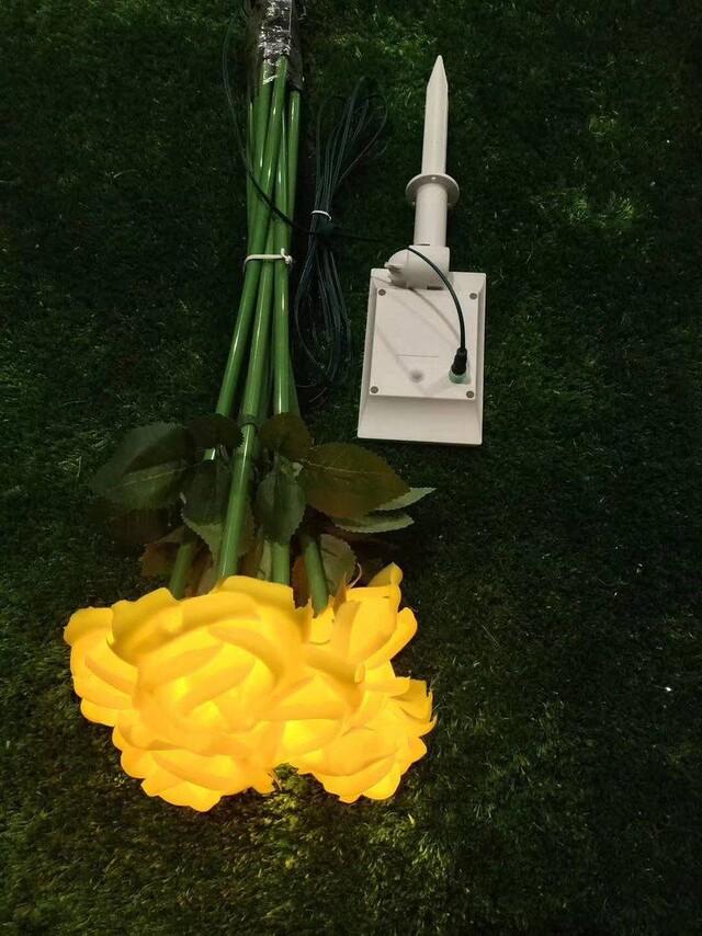 求购此类花朵灯灯具,有做配件和工厂的联系。