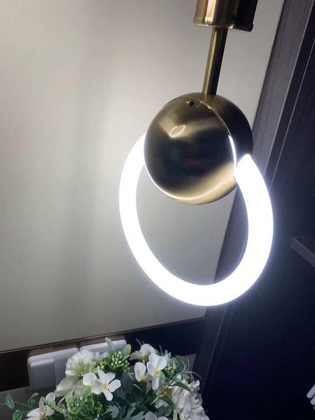 求购这款床头灯。顺便找家专门此类灯具的厂家  求购这款床头灯