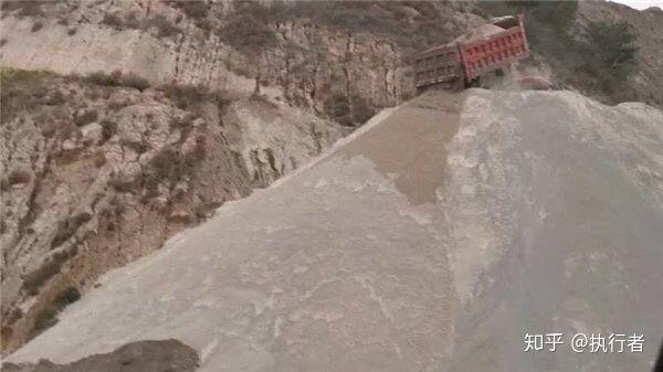 吕梁离石区坪头乡西山亚辰煤业等企业严重排污