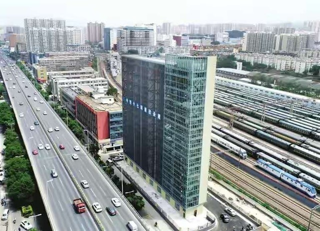 太原市建成50米高停车楼!停车位384个,轿车SUV均可停放   在